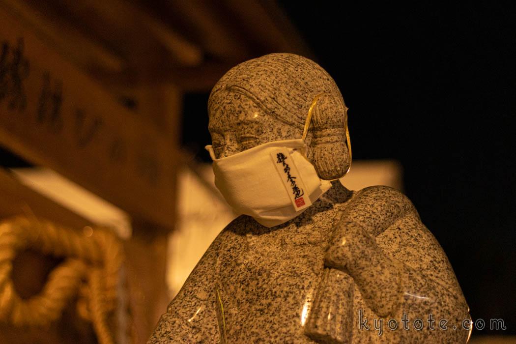 八坂神社のマスクを着用した大国さま