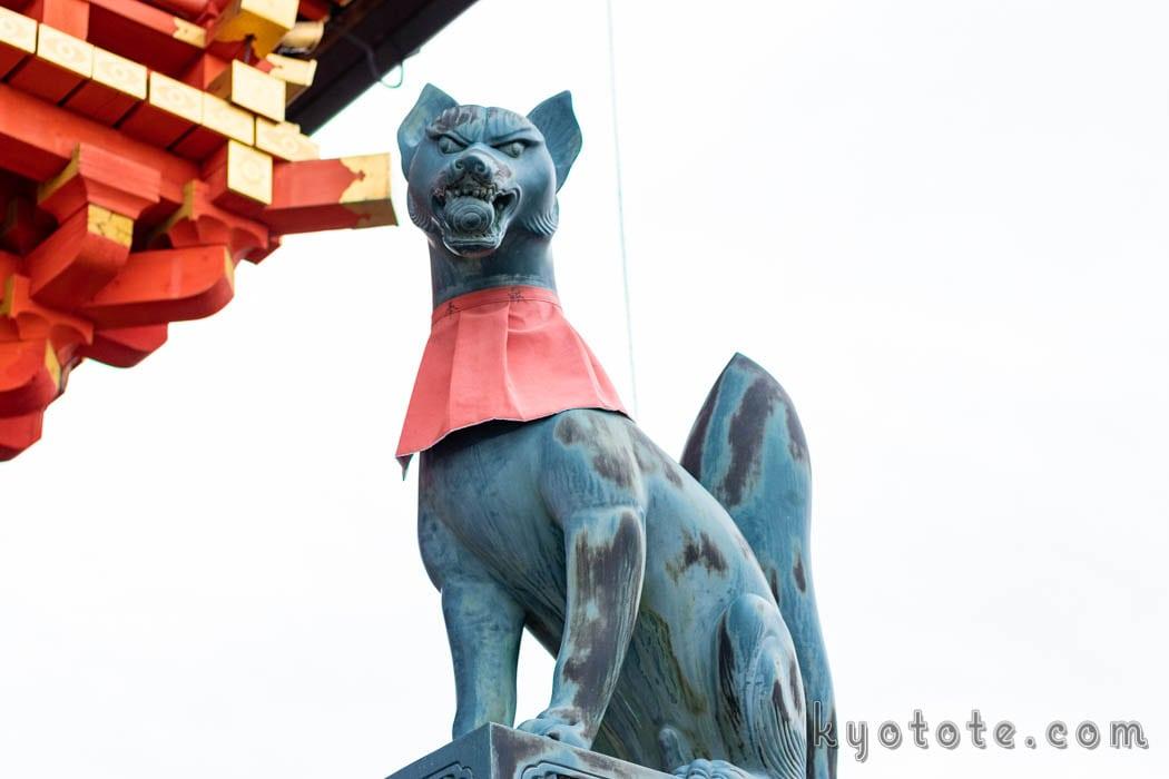 稲荷神社の狐