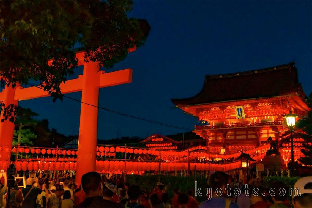 伏見稲荷大社の本宮祭と楼門