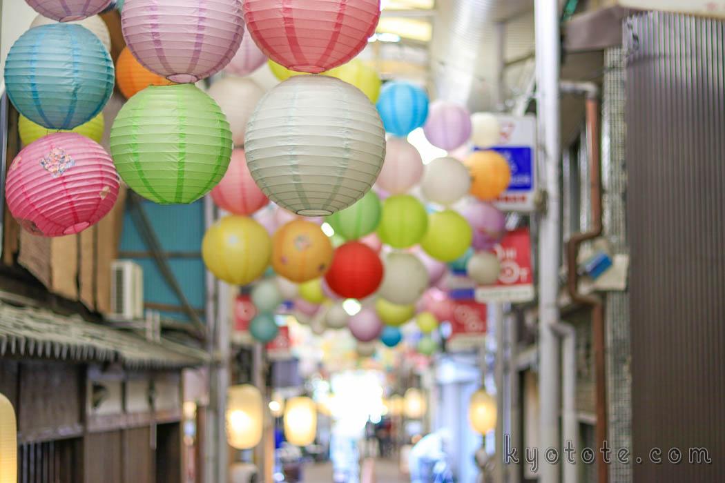 京都の古川町商店街のランタン