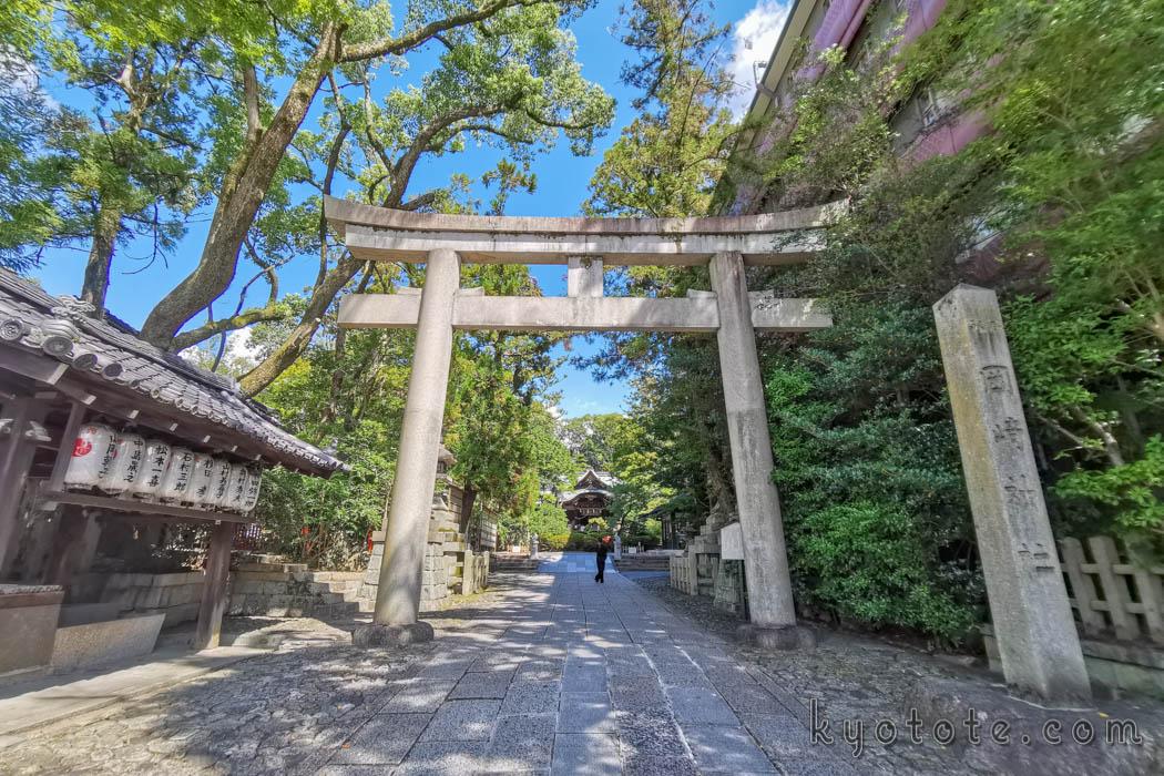岡崎神社の鳥居