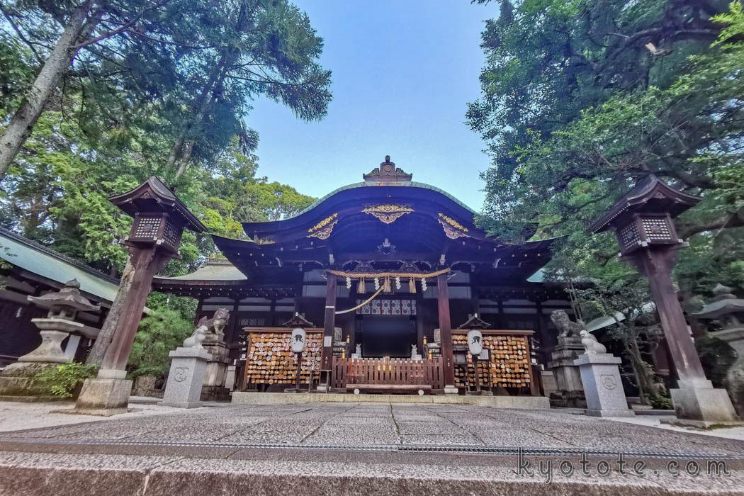京都の岡崎神社の本殿