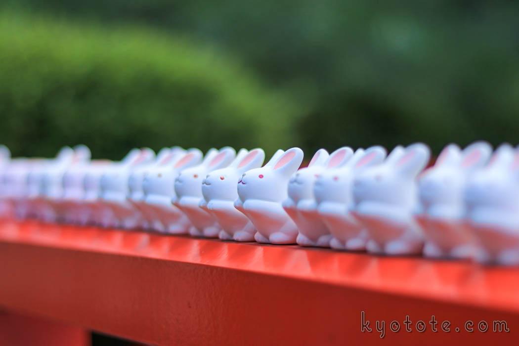 京都の岡崎神社のうさぎみくじ