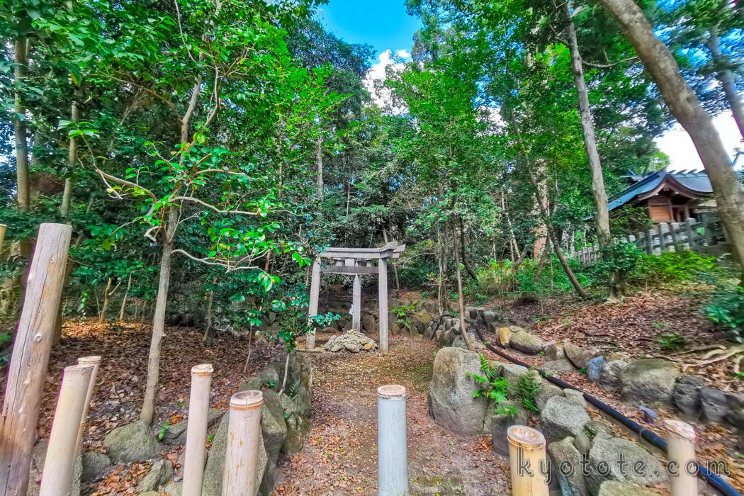 京都三珍鳥居の蚕ノ社の三柱鳥居